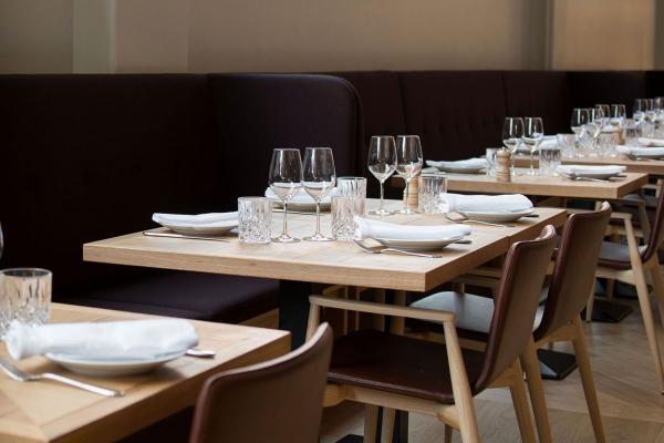 식당 테이블